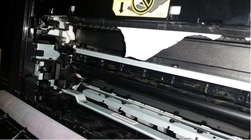 Folha de Papel presa na impressora