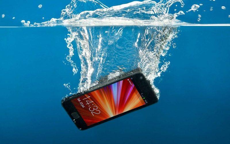 Imagem de Veja o que fazer se o seu Celular caiu na Água – (Dicas testadas e aprovadas)